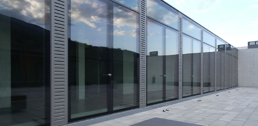 all-glass insulating door Bressanone – pivoted door