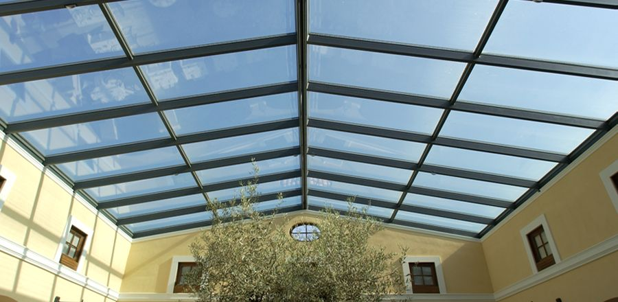 openable steel and glass roof structure hotel 1 – öffenbare Glasdächer Openable glass roofs
