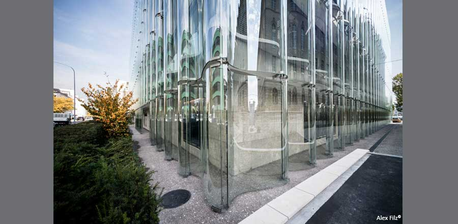 FRENER & REIFER front-mounted undulating glass facade