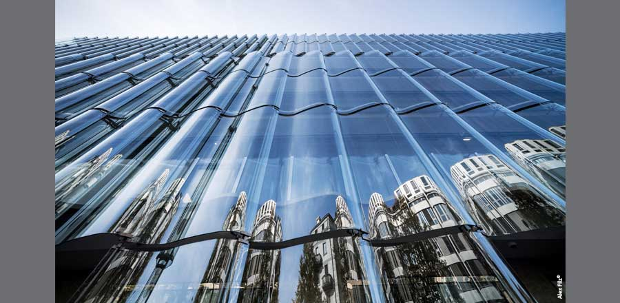 6475 m² front-mounted undulating FRENER & REIFER glass facade